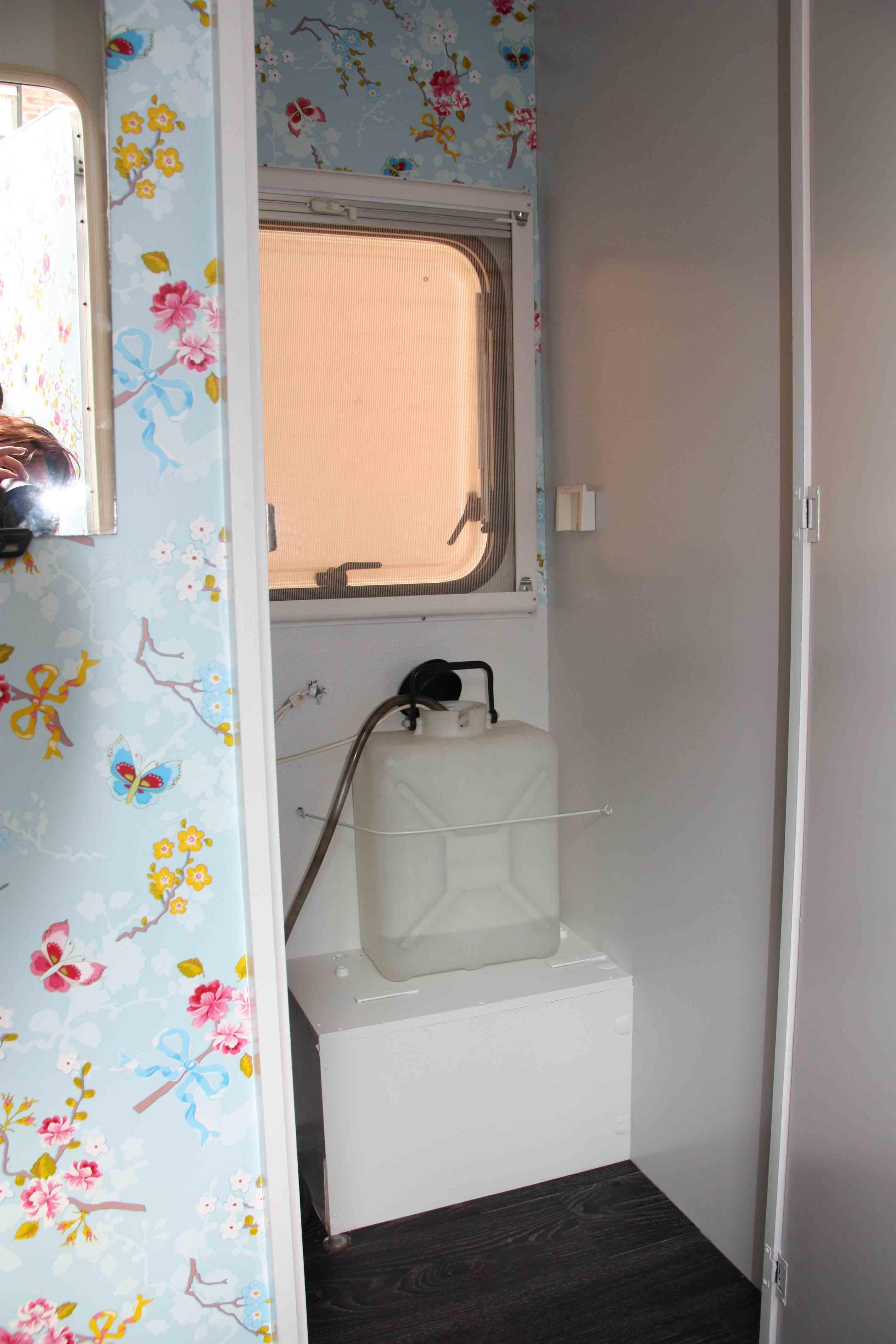 Badkamer voor caravan - Kleine doucheruimte ...