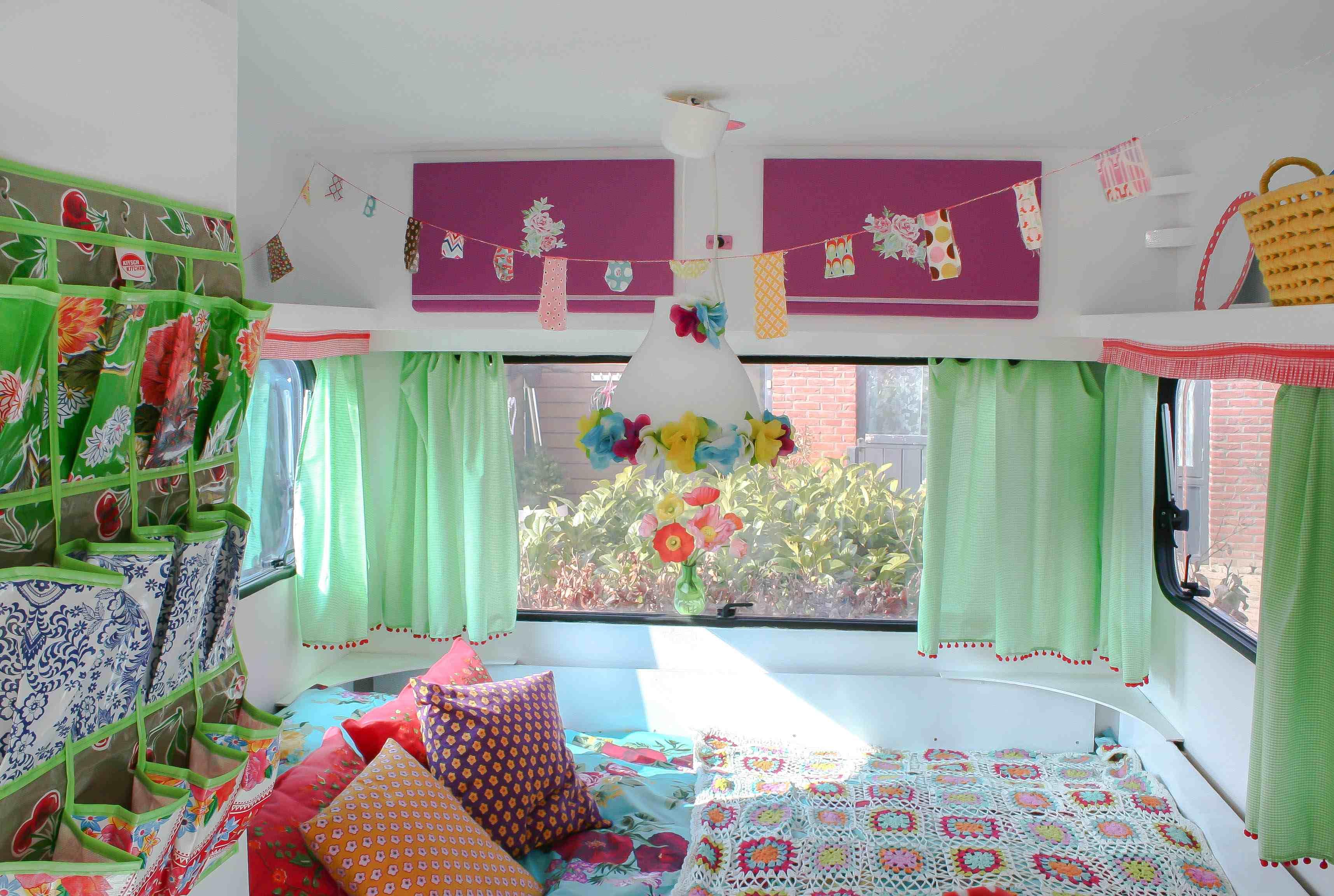 Keuken Pimpen Folie : Lang Leve Kleur! – Caravanity happy campers lifestyleCaravanity