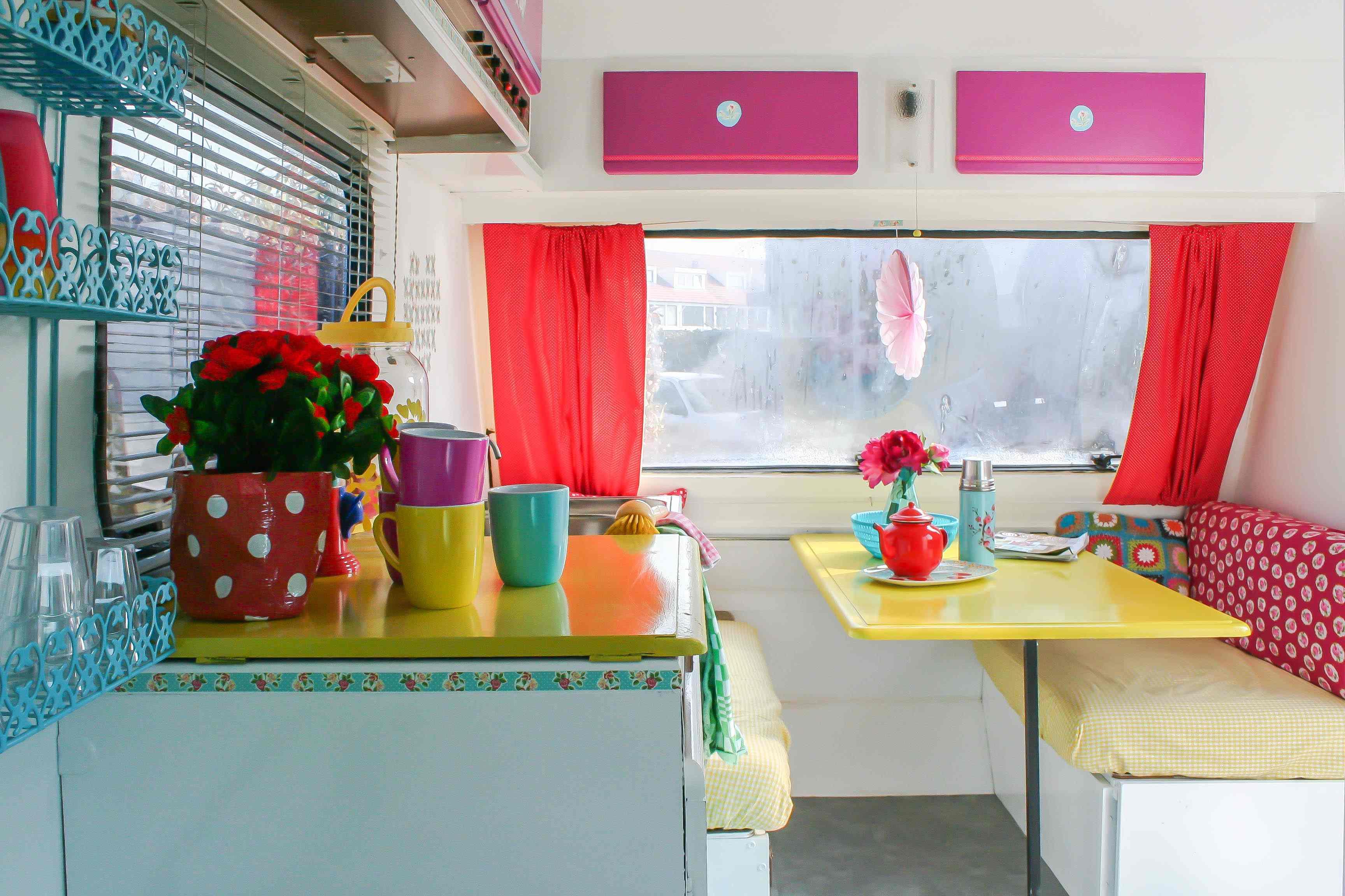 Je Keuken Pimpen : Vintage Caravan Interior