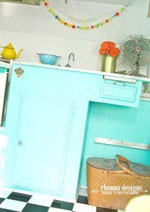 Kitchen_TheDazey_VintageTrailerRefurb_RhonnaFarrer