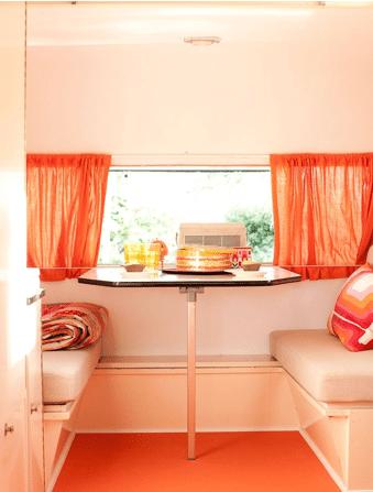 Oranje caravan 3