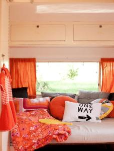 Oranje caravan 4