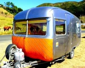 bubbles-retro-artdeco-vintage-fibreglass-1972-oxford-concord-new-zealand-caravan-hil-mario-stapper-life-enjoyers-wanaka-freedom-camping-the-flying-tortoise