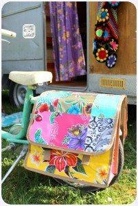 Hippe fiets bij caravan
