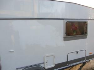 buitenkant caravan masking tape 3