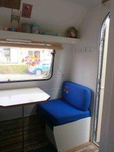 Kleine zitje in caravan