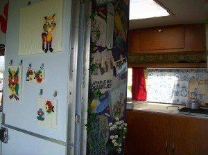 Tante Toos deur met ministeck en collagewand