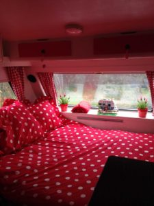 rood wit stippen caravan bed