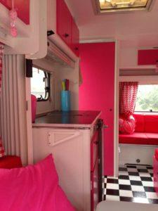 roze met stippen caravan 2