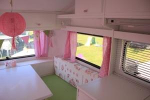 romantische roze caravan 8