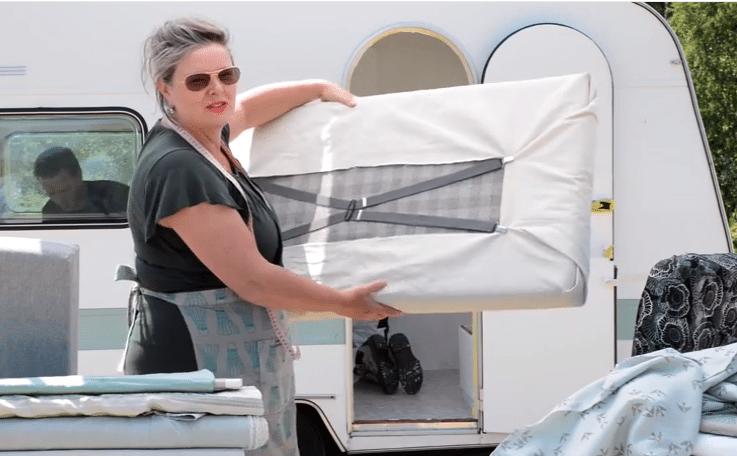 Caravan Kussens Bekleden : Filmpje zelf kussens maken voor je caravan of camper caravanity