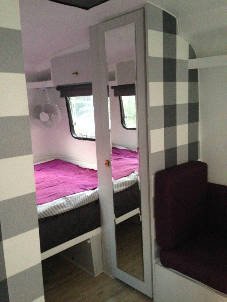 Schilder de buitenkant van je caravan caravanity happy for Interieur schilderen