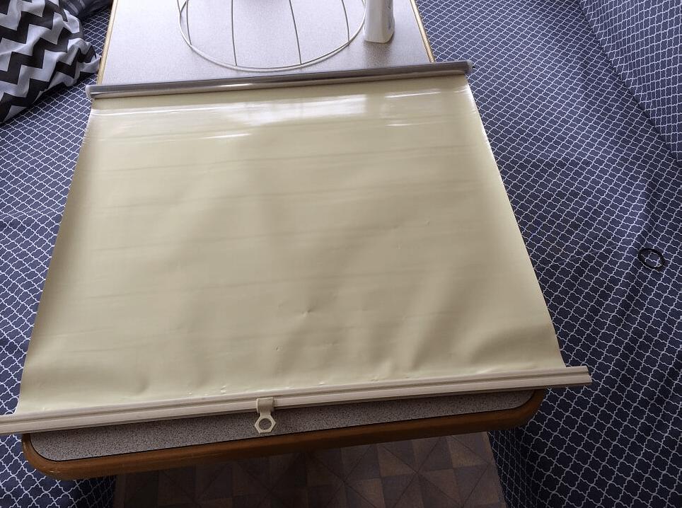 rolgordijn beplakken met plakfolie | caravanity 2