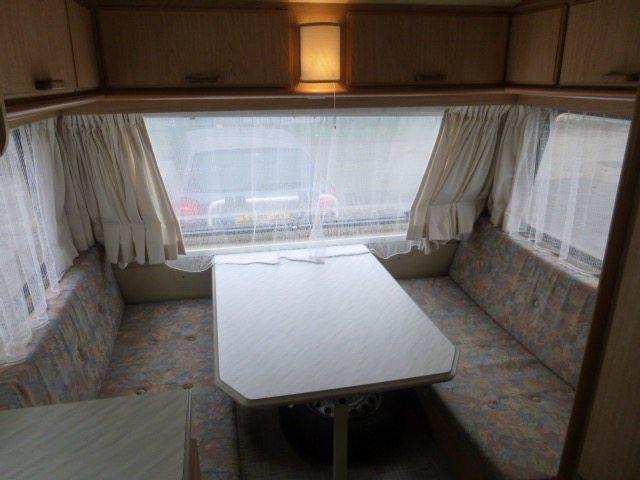 chateau-caravan-stapelbed-2-caravanity