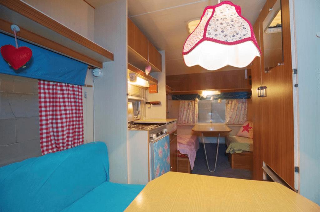 Caravanity | grafische caravan | geel