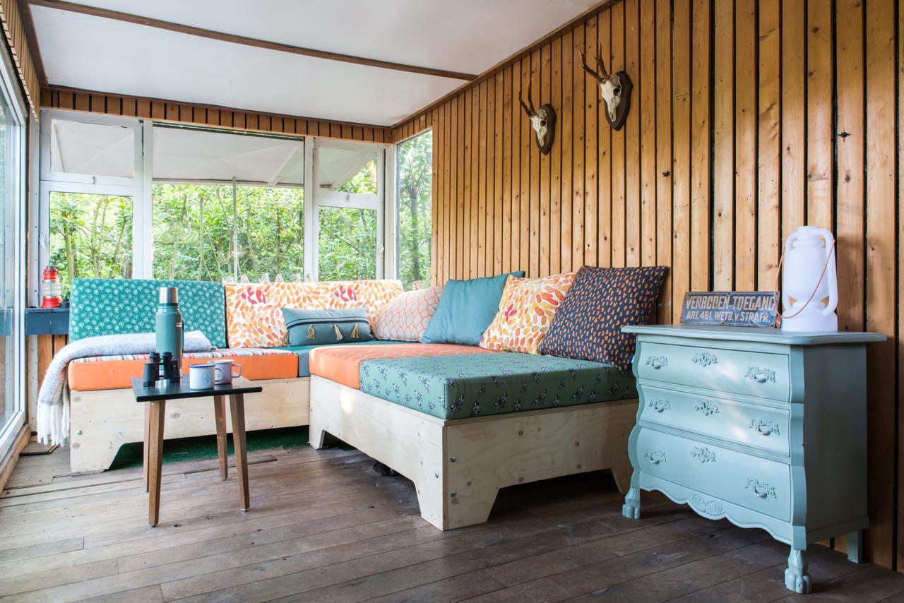 Maak een bank in de caravan caravanity happy campers for Zelf een tuintafel maken