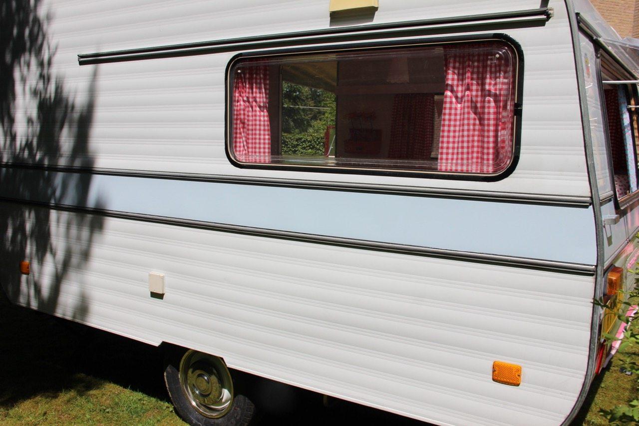 Zo maak je een gordijntje voor je caravan - Caravanity | happy ...