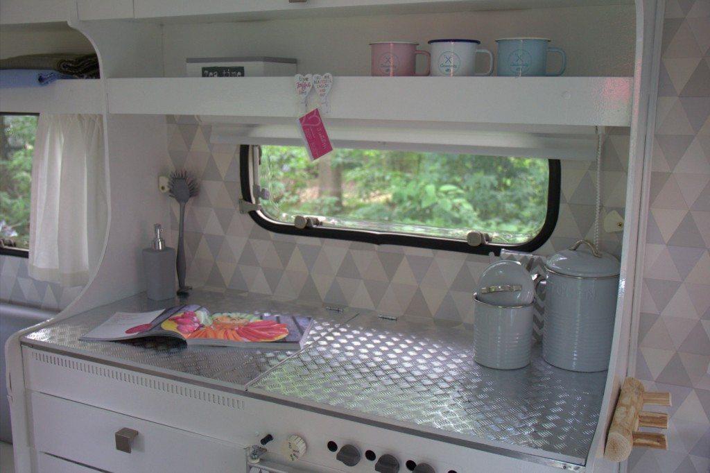 Beroemd Behangen in je caravan doe je zo - Caravanity | happy campers ZQ37